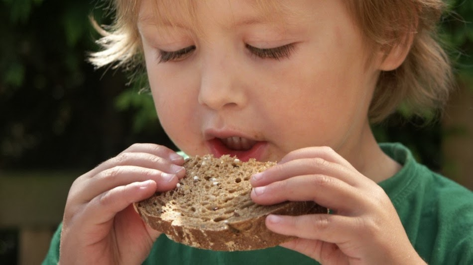 Signs that your child needs a diet without gluten