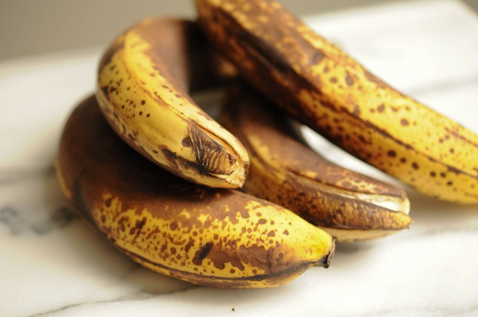What happens in your body if you eat ripening bananas