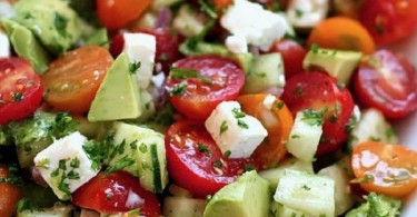 Salad-to-reduce-bloating