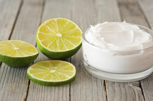 Natural lemon facial peel