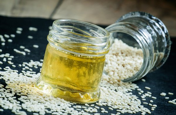 Sesame oil for receding gums