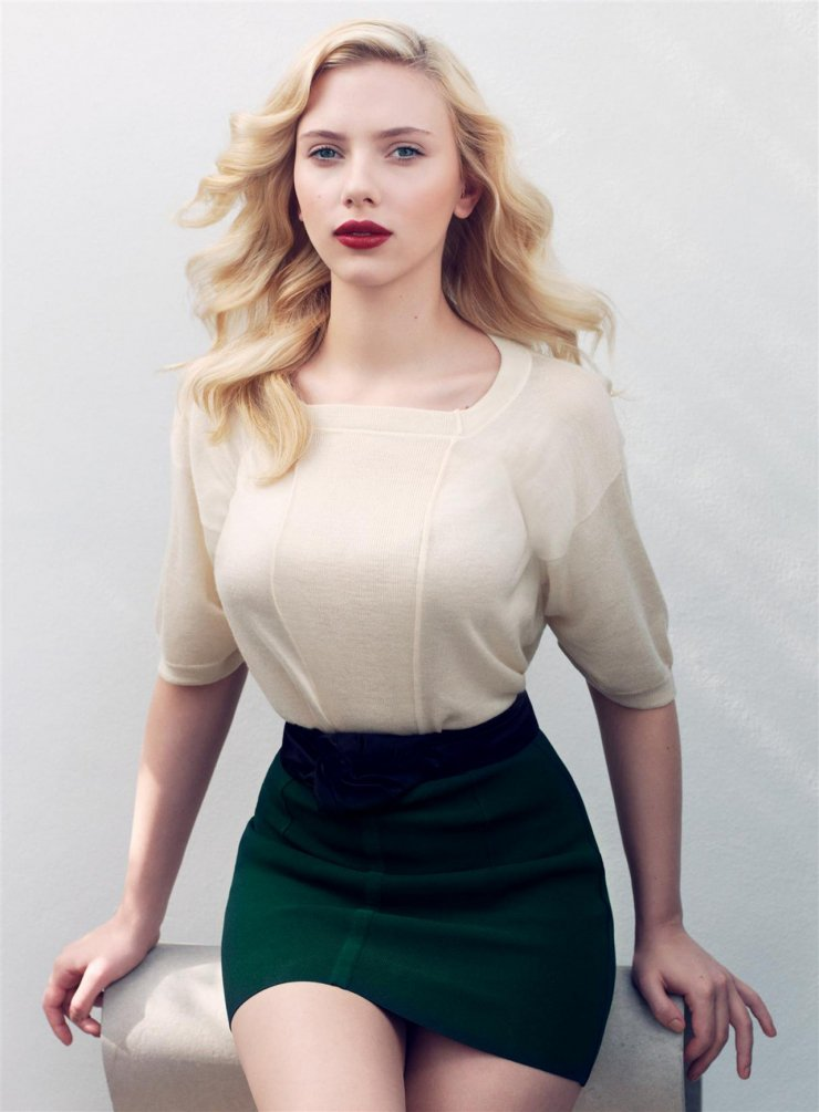 Scarlett johansson with high waist skirt